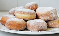 Gogosi pufoase Romanian Food, Sweets Recipes, Doughnuts, Cornbread, Deserts, Brunch, Food And Drink, Yummy Food, Candy