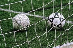 Amateurvoetballers in Nederland hebben per seizoen een 35 procent hoger risico om geblesseerd te raken dan profvoetballers. De oorzaak lijkt te moeten worden gezocht in verschillen in (medische) begeleiding tussen amateurs en professionals.  http://www.gezondheidskrant.nl/55467/amateurvoetballers-hebben-groter-blessurerisico-dan-professionals/