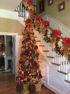 55 Cute Flocked Farmhouse Christmas Tree For 2019 These trendy HomeDecor ideas would gain you amazing compliments. Check out our gallery for more ideas these are trendy this year. Christmas Staircase Decor, Christmas Tree Themes, Merry Christmas, Outdoor Christmas Decorations, Christmas Home, Christmas Wreaths, Christmas Crafts, Holiday Decor, Christmas Interiors