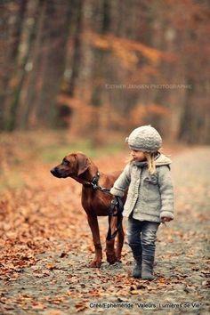 秋と犬と少女と