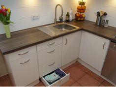 """Die Küche wird aufgefrischt und gleichzeitig ungenutzter Raum verwendet - """"Die Schubladen Idee & PIMP YOUR KITCHEN""""! Details findet ihr hier: https://www.toom-baumarkt.de/selbermachen/kreativwerkstatt/details/die-schubladen-idee-pimp-your-kitchen-3685/ #Baumarkt #toomBaumarkt #toomTeam #Heimwerken #DIY"""