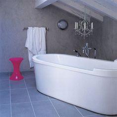 Implantation de la salle de bains : la salle de bains sous les combles