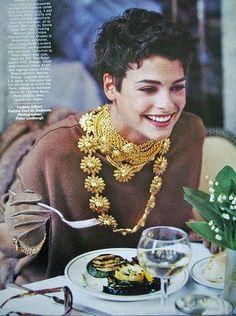 """lalinda-evangelista:    Vogue US sep 89""""Camel's back""""ph. by Peter Lindbergh .Model: Linda Evangelista"""