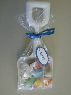 cute idea to leave for INcoming Guests. Also just to have a Beach Party Favor. Shovel and salt water taffy gift. Beach Party Favors, Beach Wedding Favors, Luau Party, Party Gifts, Wedding Ring, Fiesta Party, Wedding Ideas, Hawaian Party, Ocean Party