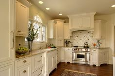 Indianapolis Traditional Kitchen Photos Eat In Kitchen Design, Pictures, Remodel, Decor and Ideas Kitchen Cabinet Design, Modern Kitchen Design, Kitchen Decor, Kitchen Cabinets, Kitchen Ideas, Kitchen Photos, Kitchen Backsplash, Corner Cabinets, Countertop