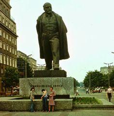 Vladimir Lenin, Socialist Realism, Krakow, Winter Jackets, Architecture, Vintage, Historia, Winter Coats, Arquitetura