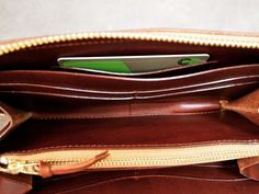 100%タンニン鞣しのイタリアンレザー「マレンマ」製ラウンドファスナー長財布