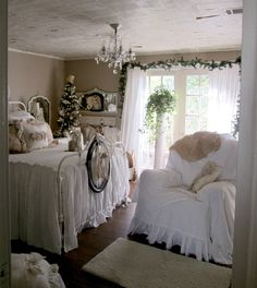 A peek in Ann's wonderful Christmassy bedroom. See more pictures from 2011 here: http://gardenantqs.blogspot.com/