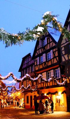 Bucket list // Visiter un marché de Noël alsacien French Christmas, Christmas Mood, Christmas Makes, Noel Christmas, Merry Christmas And Happy New Year, Travel Around The World, Around The Worlds, Christmas Markets Europe, Ville France