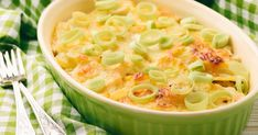Chicken Casserole With Potatoes And Leeks – Cooking Panda Chicken Casserole, Casserole Dishes, Casserole Recipes, Entree Recipes, Cooking Recipes, Cooking Panda, Chicken Potatoes, Main Meals, Macaroni And Cheese