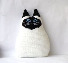 57 Ideas for crochet cat pillow pictures Crochet Animals, Crochet Toys, Knit Crochet, Crochet Cushions, Crochet Pillow, Knitting Projects, Crochet Projects, Gato Crochet, Cushion Embroidery