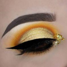 Makeup Inspirations - Best Makeup Inspirations - Makeup Ideas - Lip Makeup Art - Eye Makeup Ideas - MUA #makeup #makeupideas #lipmakeupart #makeuplooks #makeupinspo #makeupinspirations