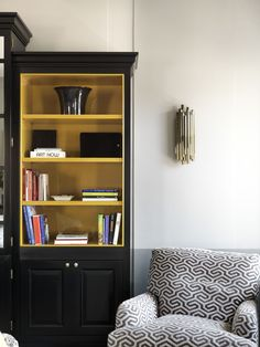 Living Room in Rome #tommasoziffer #livingroom #interiordesign #interiors #sofa #chairs #armchairs #bookcase #applique #black #pattern Room Interior Design, Living Rooms, Rome, Bookcase, Armchair, Applique, Shelves, Home Decor, Lounges