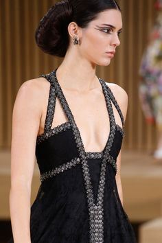 A detailed look at Chanel Spring 2016 couture fashion show Chanel Fashion, Couture Fashion, Runway Fashion, Fashion Week Paris, Star Fashion, High Fashion, Fashion Show, Street Fashion, Couture Details