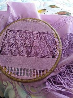 Plaited Fly Stitch In Hand Embroidery Tutorial (Step By Step & Video Hardanger Embroidery, Embroidery Hoop Art, Ribbon Embroidery, Embroidery Stitches, Embroidery Patterns, Machine Embroidery, Lace Weave, Drawn Thread, Little Stitch