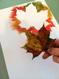 El otoño es una de las estaciones que más se presta a hacer manualidades con los materiales que nos brinda la propia naturaleza. Te contamos un montón de ideas para que los niños de primaria las pongan en práctica. Autumn Crafts, Fall Crafts For Kids, General Crafts, Walking In Nature, Hello Everyone, Autumn Leaves, Origami, Place Cards, Halloween