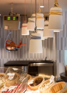Cable lights by Patrick Hartog used her in an amazing fishshop in Madrid #dutchdesign. For sale at gimmii.nl