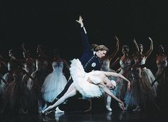 Kenneth Greve and Zenaida Yanowsky in Royal Ballet's Swan Lake.