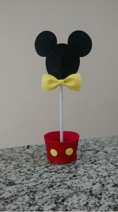 Mickey Birthday, Mickey Party, Minnie Mouse Party, Mouse Parties, Birthday Parties, Donald Duck Party, Mickey Mouse Decorations, Paper Art, Cake Pops