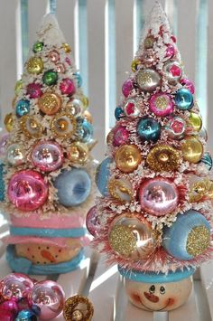 Cute pink Christmas snowman bottlebrush trees...good way to use those funny christmas mugs everyone gets for Christmas