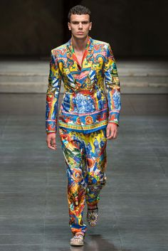http://www.style.com/slideshows/fashion-shows/spring-2016-menswear/dolce-gabbana/collection/106