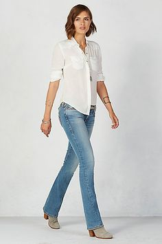473b62828 True Religion jeans are well made high end designer jeans. Womens jeans  with fashion-forward seams