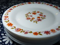 Set of 8 ARCOPAL Scania flower decor milkglass dessert plates - French 70s vintage