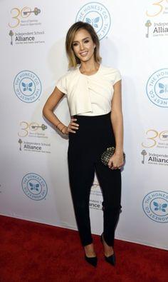 Jessica Alba  La actriz lució este total look de Max Mara en un evento de su empresa, The Honest Company.