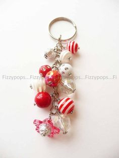 Inspiration photo - Keychain (Love the Christmas colors LT) Wire Wrapped Jewelry, Beaded Jewelry, Handmade Jewelry, Diy Keyring, Kawaii Accessories, Christmas Jewelry, Beads And Wire, Jewelry Crafts, Jewelery
