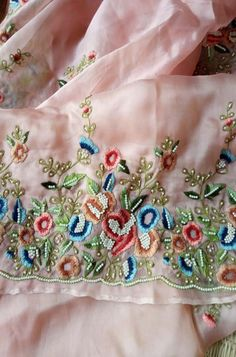 Zardozi Embroidery, Embroidery On Kurtis, Hand Embroidery Dress, Kurti Embroidery Design, Hand Embroidery Videos, Bead Embroidery Patterns, Embroidery On Clothes, Couture Embroidery, Embroidery Fashion