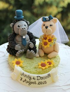 Gorilla and lioness wedding cake topper with grass by PerlillaPets
