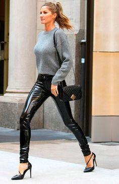 Model Gisele Bundchen strutted on her way to NBC studios in New York City. Latex Fashion, Fashion Models, Fashion Outfits, Fashion Tips, Celebrities Fashion, Steampunk Fashion, Gothic Fashion, Gisele Bündchen, Pantalon Vinyl