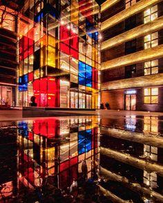 DT Renoma wieczorową porą :-) #wrocław #wroclove #visitwro #streetphotography #nightphotography #architecturephotography #facades #longexposurephotography #igerswroclaw #swiatlamiasta #kochamwroclaw #wroclovers #nikond7000 #wroclaw360 #wroclaw_official #architecturelovers #polandgrams #polandarchitecture #europeanarchitecture #photopoland #reflection #reflectiongram #tv_pointofview #wizardsoftones
