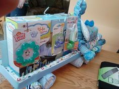 So cute Diaper semi truck! Shower Bebe, Baby Shower Fall, Baby Shower Games, Baby Shower Parties, Baby Boy Shower, Diaper Truck, Diaper Cake Boy, Nappy Cakes, Diaper Crafts