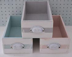 Inspiración Día del Niño {desde la #tiendaVP} / Vero Palazzo - Home Deco Wooden Crate Boxes, Diy Wood Signs, Woodworking Projects Diy, Diy Projects To Try, Chalk Paint, Decoupage, Crafts, Handmade, Drawers