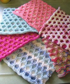 Free Knitting Pattern for Circle Cloth - Easy dish or wash cloth made with slipped stitch colorwork. Can be adapted for a blanket as well. Rated very easy by Ravelrers.