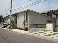 Higashiyama House by Hitoshi Sugishita Architect and Associates Japanese House, Architecture, Beautiful Homes, Garage Doors, House Design, Outdoor Decor, Home Decor, Home Decoration, Arquitetura
