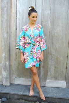 This turquoise bridal robe / bridesmaids robe by Piyama would be perfect for a destination wedding or for your honeymoon!
