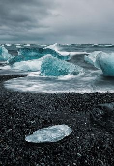 Icebergs on the beach Jokulsarlon, Iceland Winter Photos, World Pictures, Earth From Space, Iceland Travel, Most Beautiful Cities, Weird World, Natural Wonders, Nature Photos, Beautiful Landscapes