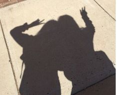 Shadow of throwing SAO sign Shadow Photography, Tumblr Photography, Girl Photography Poses, Cute Friend Pictures, Best Friend Pictures, Korean Best Friends, Shadow Pictures, Shadow Pics, Best Friend Photography