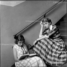 Eve Arnold. USA. Long Island. Port Jefferson. High school students studying between classes. 1955.