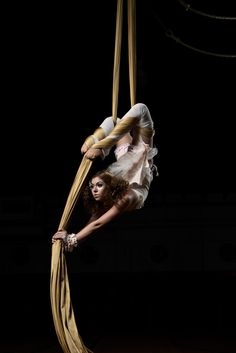 I like the contrast Aerial Gymnastics, Aerial Dance, Aerial Silks, Aerial Yoga, Aerial Photography, Beauty Photography, Supernatural Angels, Circus Art, Aerial Arts