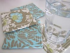 Flossie Teacakes: Bound Edge Drinks Coaster Tutorial / Pattern. Would love to do this using photographs printed on the fabric.