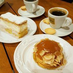 Coffe time! #coffee #coffeelover #coffeeplace #sweettooth #sweets #dessertporn #cake #apple #pie#folhado#doce  #인스타그램 #인스타커피 #디저트 #먹방 #맛스타그램 #냠냠