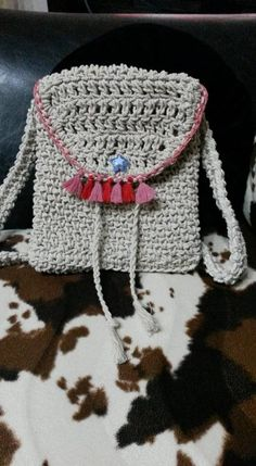 πλεκτό τσαντάκι Winter Hats, Crochet Hats, Projects, Knitting Hats, Log Projects, Blue Prints