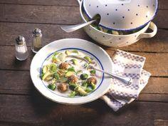 Rosenkohlsuppe mit Fleischklößchen  