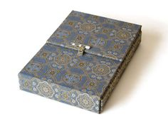 Cathy Durso - Japanese Photo / Book Box.  A huge selection of beautiful boxes and books