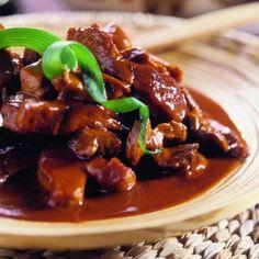 the sexy vegan Filipino Recipes, Asian Recipes, Filipino Food, Dinuguan Recipe, Old Recipes, Vegan Butter, Vegan Vegetarian, Catering, Slow Cooker