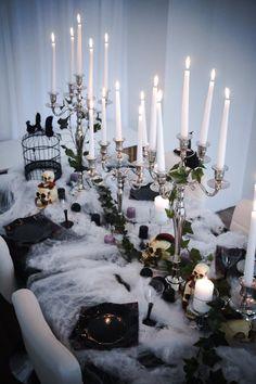 Décoration Table Halloween, Halloween Tisch, Halloween Table Decorations, Halloween Dinner, Halloween Home Decor, Halloween Birthday, Halloween Party Decor, Halloween Themes, Fall Halloween