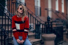 Rebecca Laurey from Raspberry & Rouge wearing the Gigi x Tommy Hilfiger oversized sweater, pair with vintage 90s jeans by Levi's. So retro!